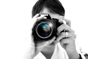 woman-camera-hand-lens-photographer-photo-digital