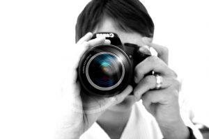 woman-camera-hand-lens-photographer-photo-digital